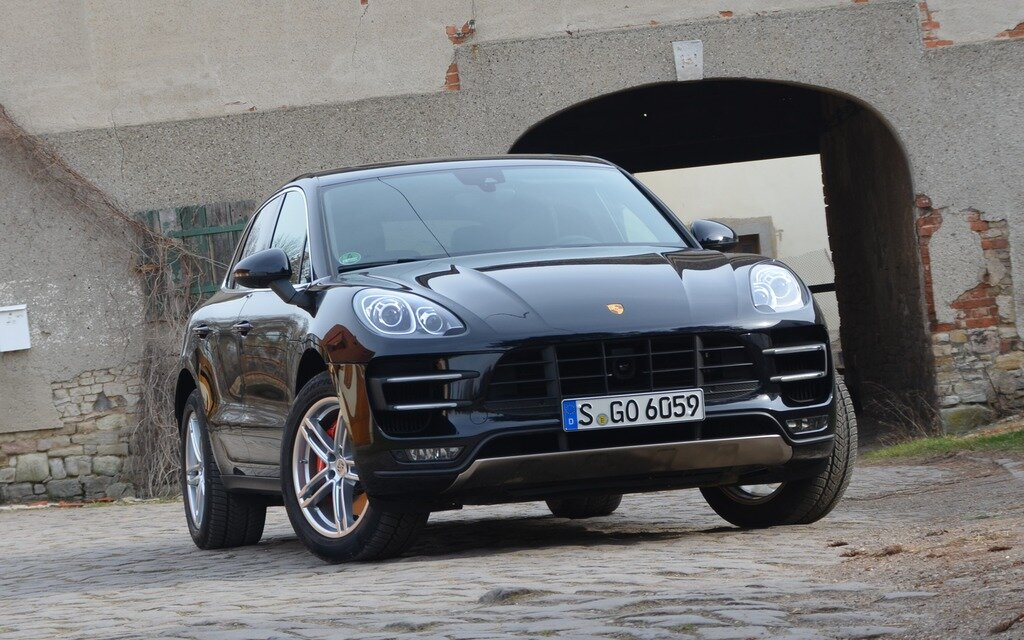 porsche macan 2015 un vus de course guide auto. Black Bedroom Furniture Sets. Home Design Ideas