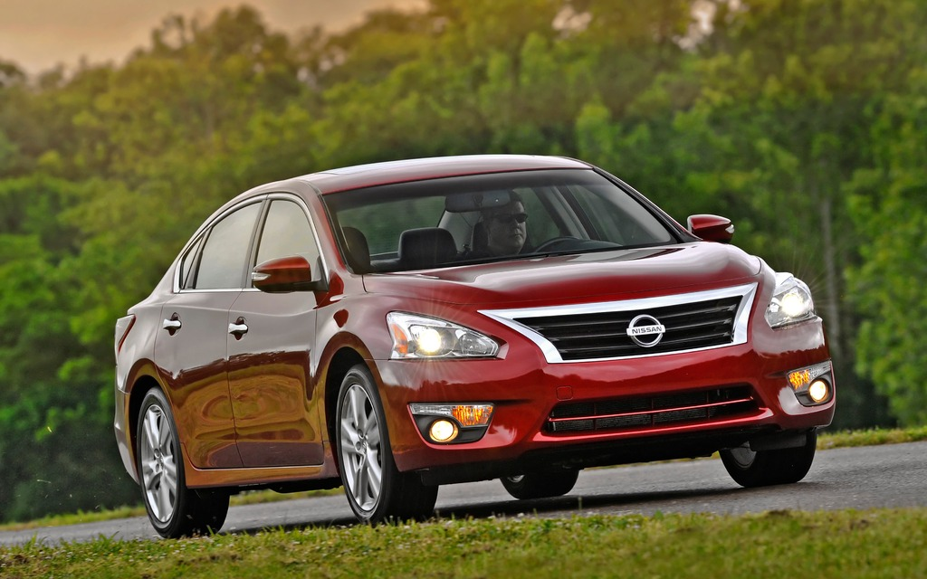 The boomerang-shaped headlights add some style to the Altima.