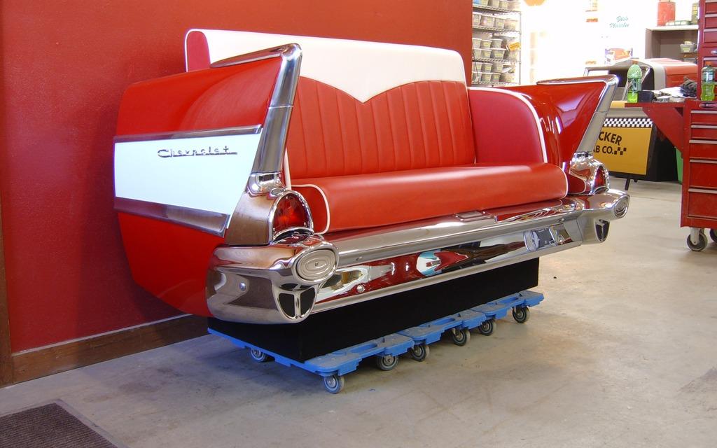 Sofa fait à partir de l'arrière d'un Chevrolet Bel-Air 1957 : 5 000$