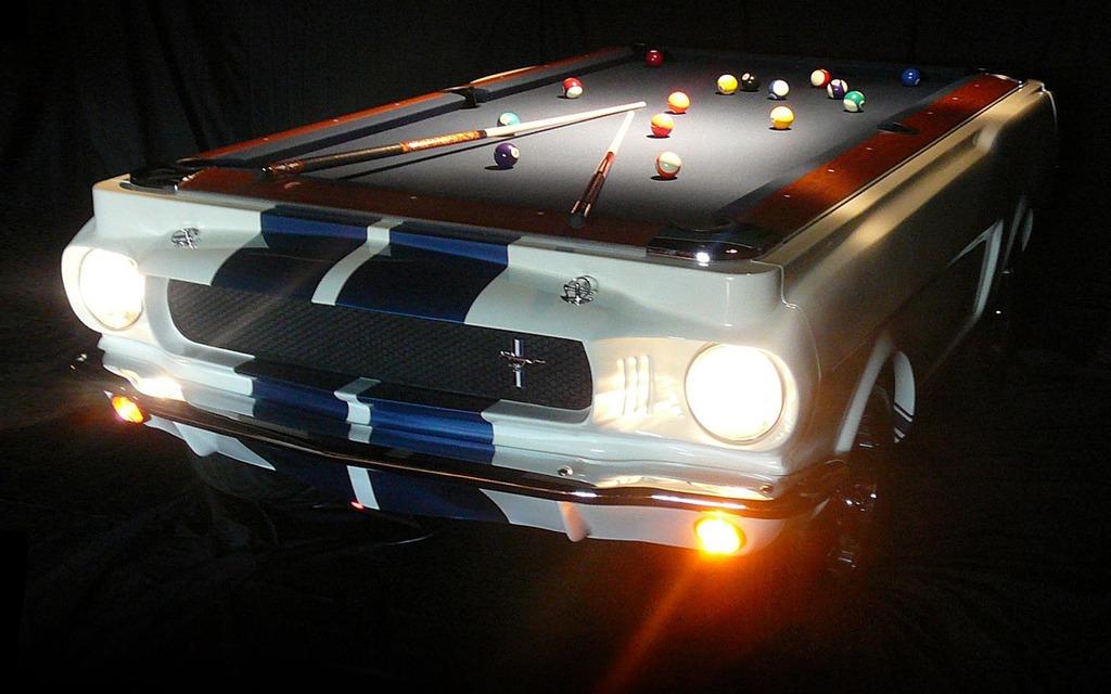 Table de billard en forme de Ford Mustang 1967 : 10 000$