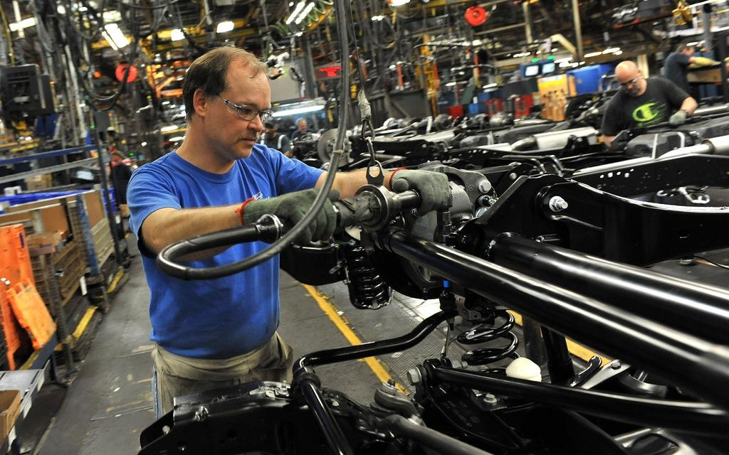 Les usines d'aujourd'hui fabriquent des voitures... mais aussi des rappels!