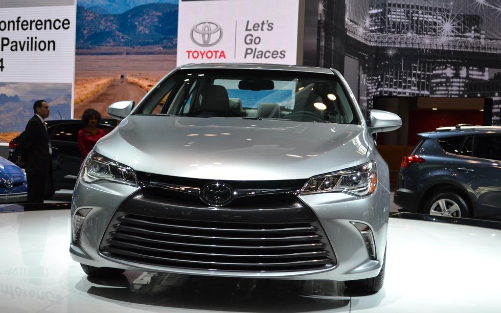 Toyota Camry 2015 >> La Toyota Camry 2015 dévoilée à New York - 2/11