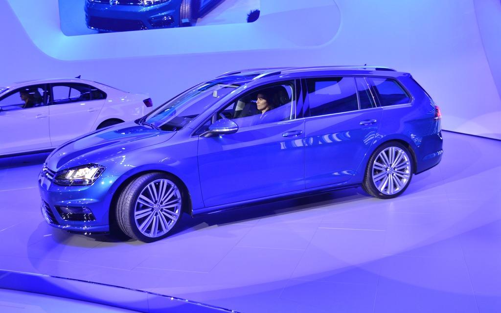 Volkswagen Presents A Sportwagen Concept In New York 1 14