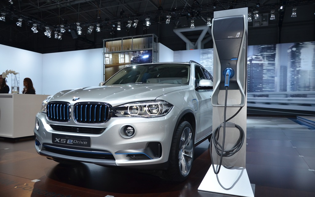 bmw x5 edrive au salon de new york guide auto. Black Bedroom Furniture Sets. Home Design Ideas