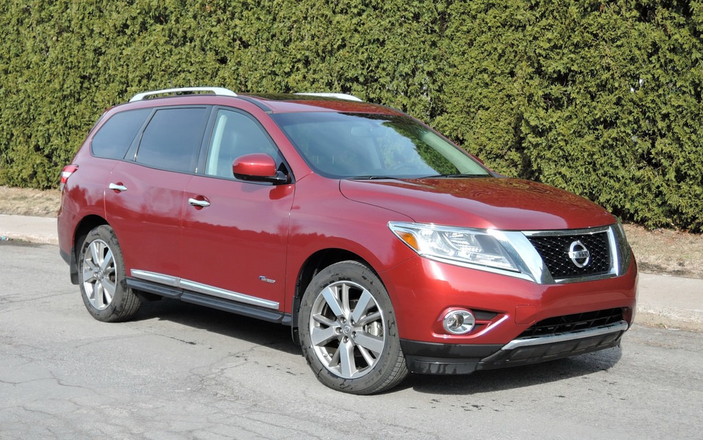 2014 nissan pathfinder hybrid sophisticated but disappointing the car guide. Black Bedroom Furniture Sets. Home Design Ideas