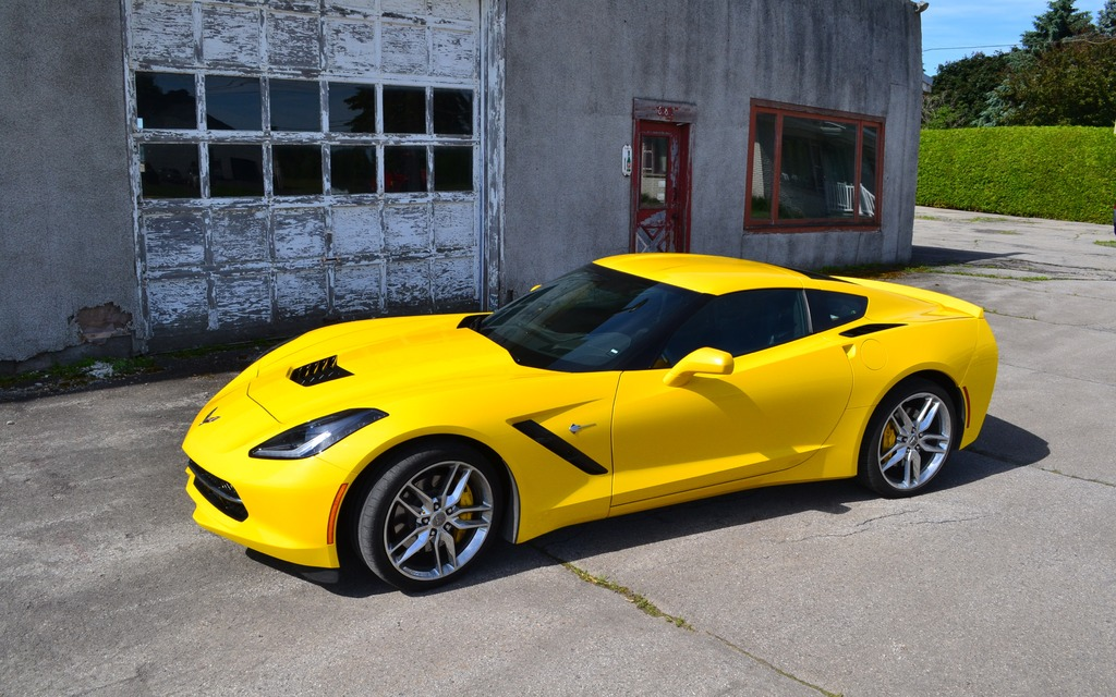 chevrolet corvette stingray 2014 la meilleure voiture sport d am rique du nord guide auto. Black Bedroom Furniture Sets. Home Design Ideas