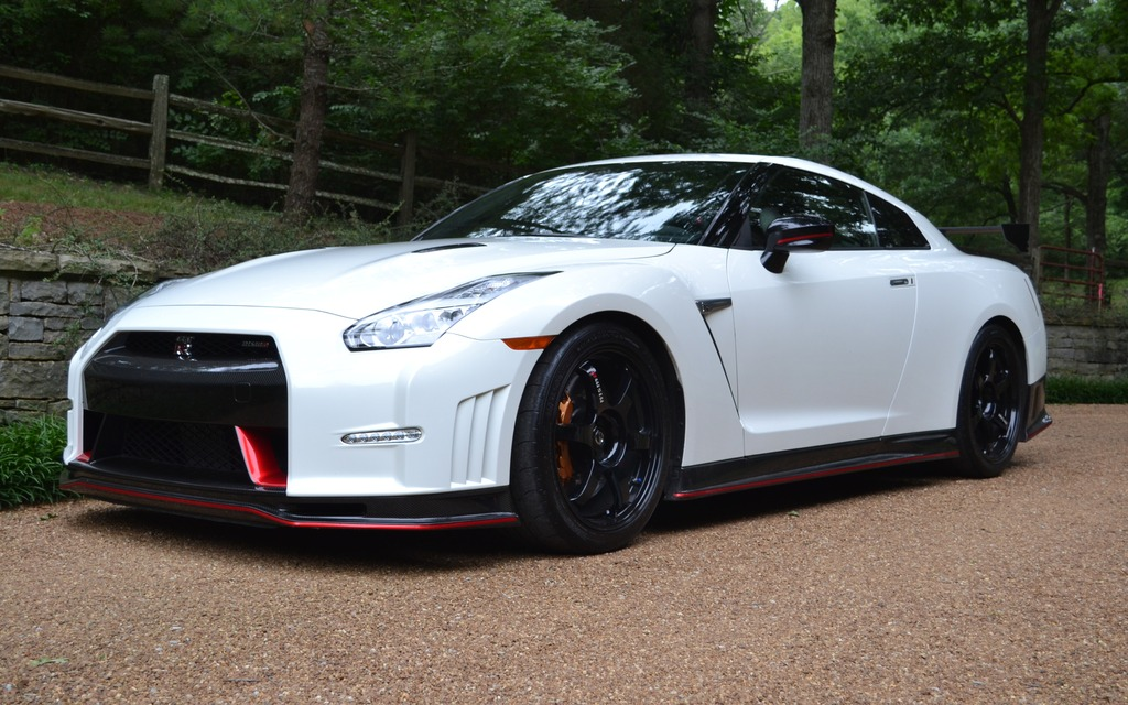 2016 Nissan GT-R NISMO: Shaking up the Aristocracy - The Car Guide