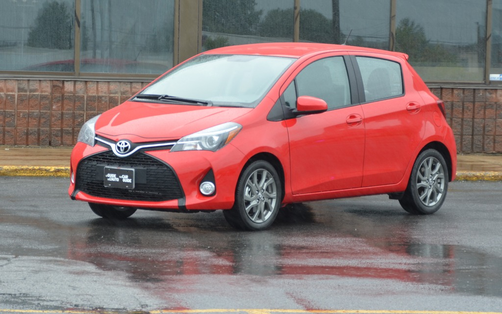 toyota yaris 2015 la recette camry en plus petit guide auto. Black Bedroom Furniture Sets. Home Design Ideas