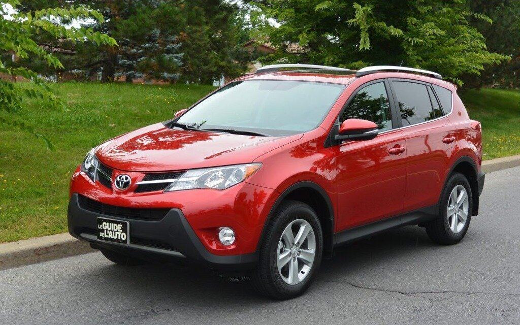 toyota rav4 2015 une valeur sure guide auto. Black Bedroom Furniture Sets. Home Design Ideas