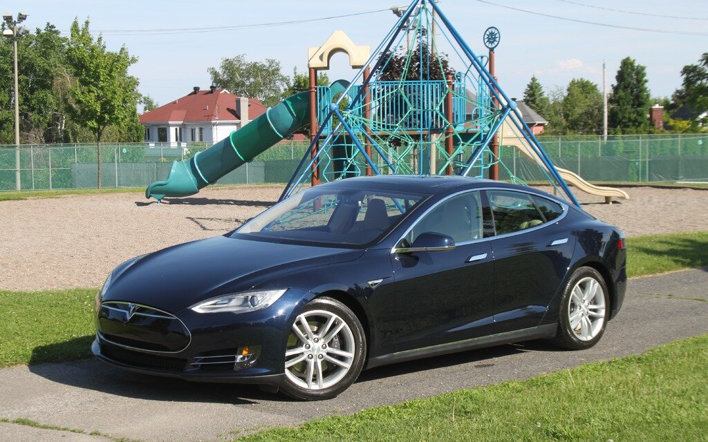 tesla une claque au visage de l 39 industrie automobile guide auto. Black Bedroom Furniture Sets. Home Design Ideas