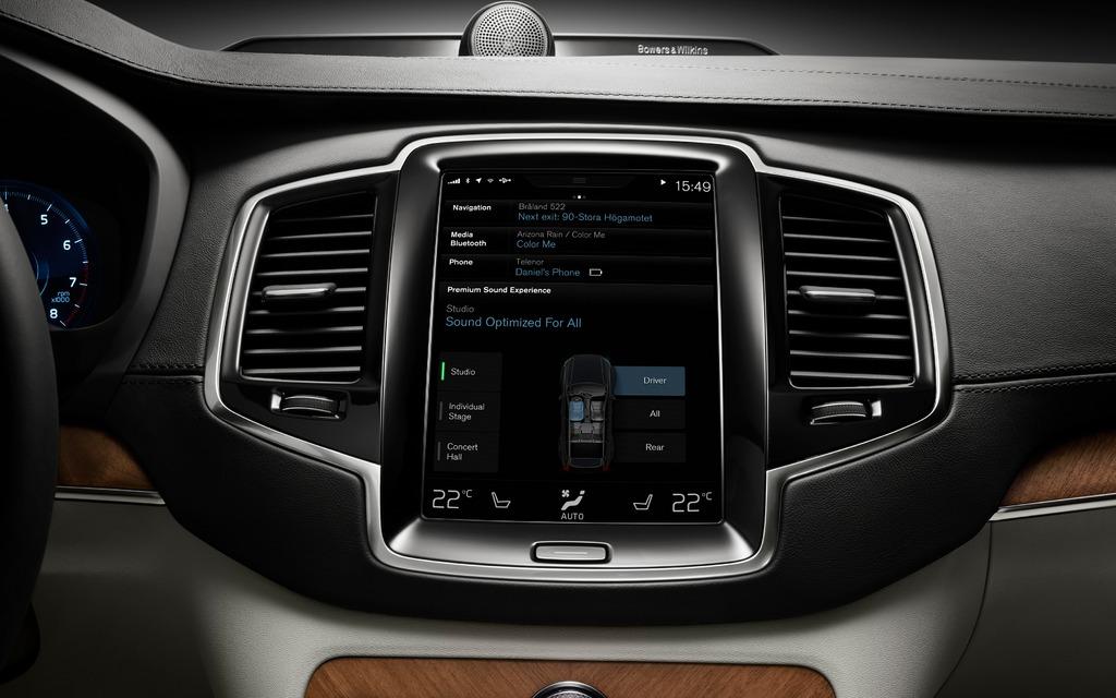 L'écran tctile remplace les boutons de commande.
