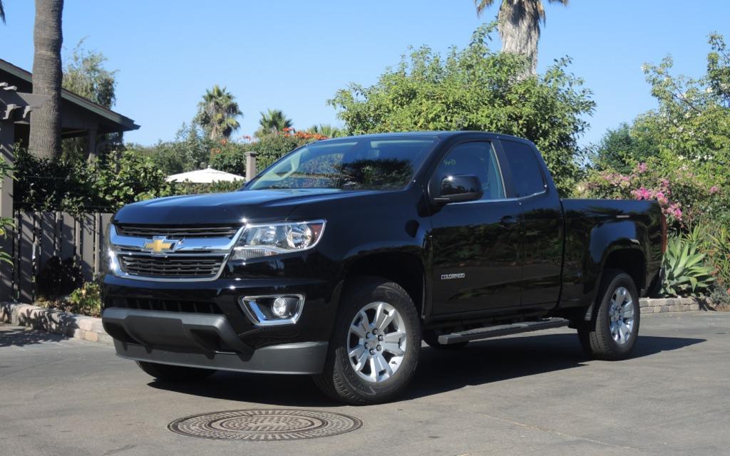 Le Chevrolet Colorado est de présentation plus sobre que le GMC Canyon