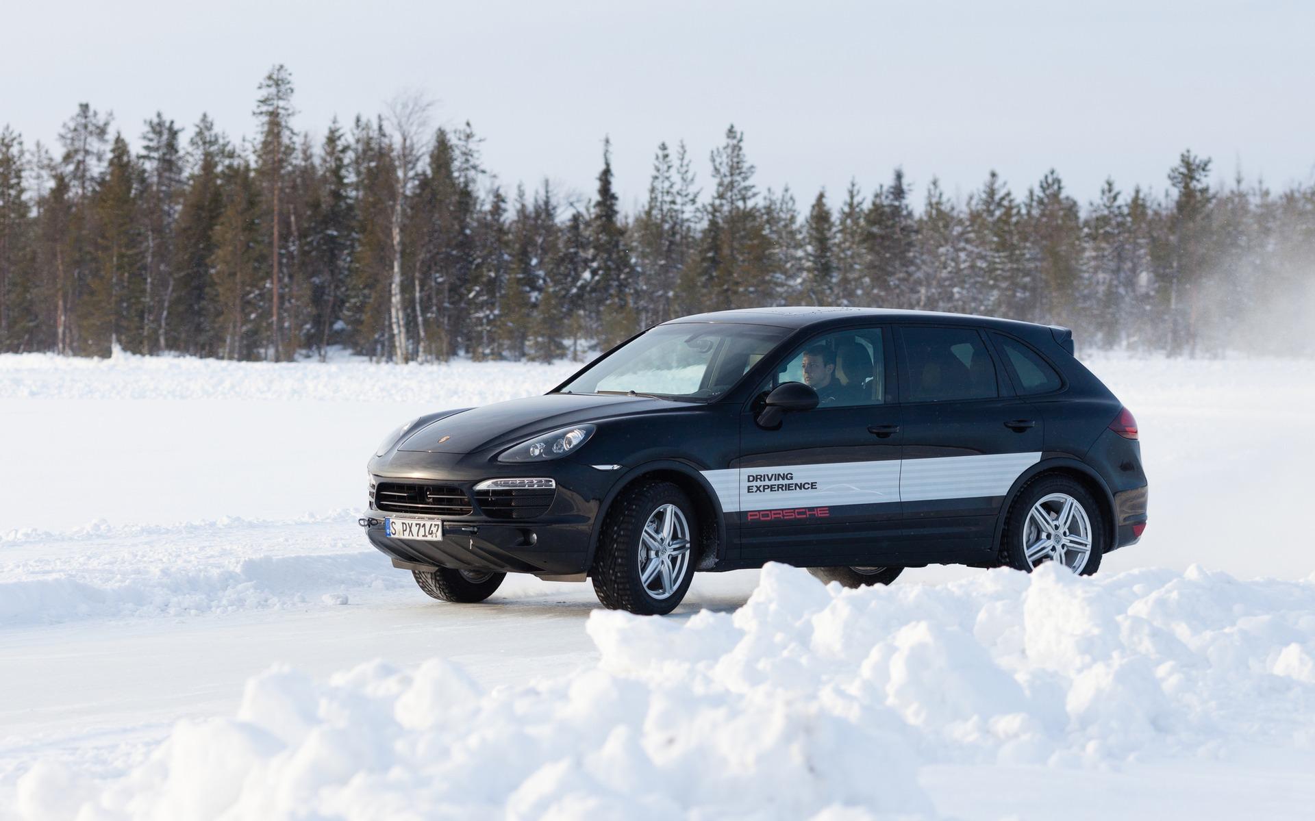 meilleurs pneus d 39 hiver haute performance pour vus et camionnettes guide auto. Black Bedroom Furniture Sets. Home Design Ideas