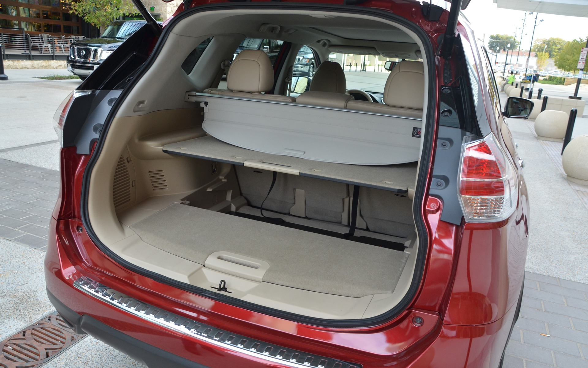 2015 nissan rogue when the road rises to meet you 15 20. Black Bedroom Furniture Sets. Home Design Ideas