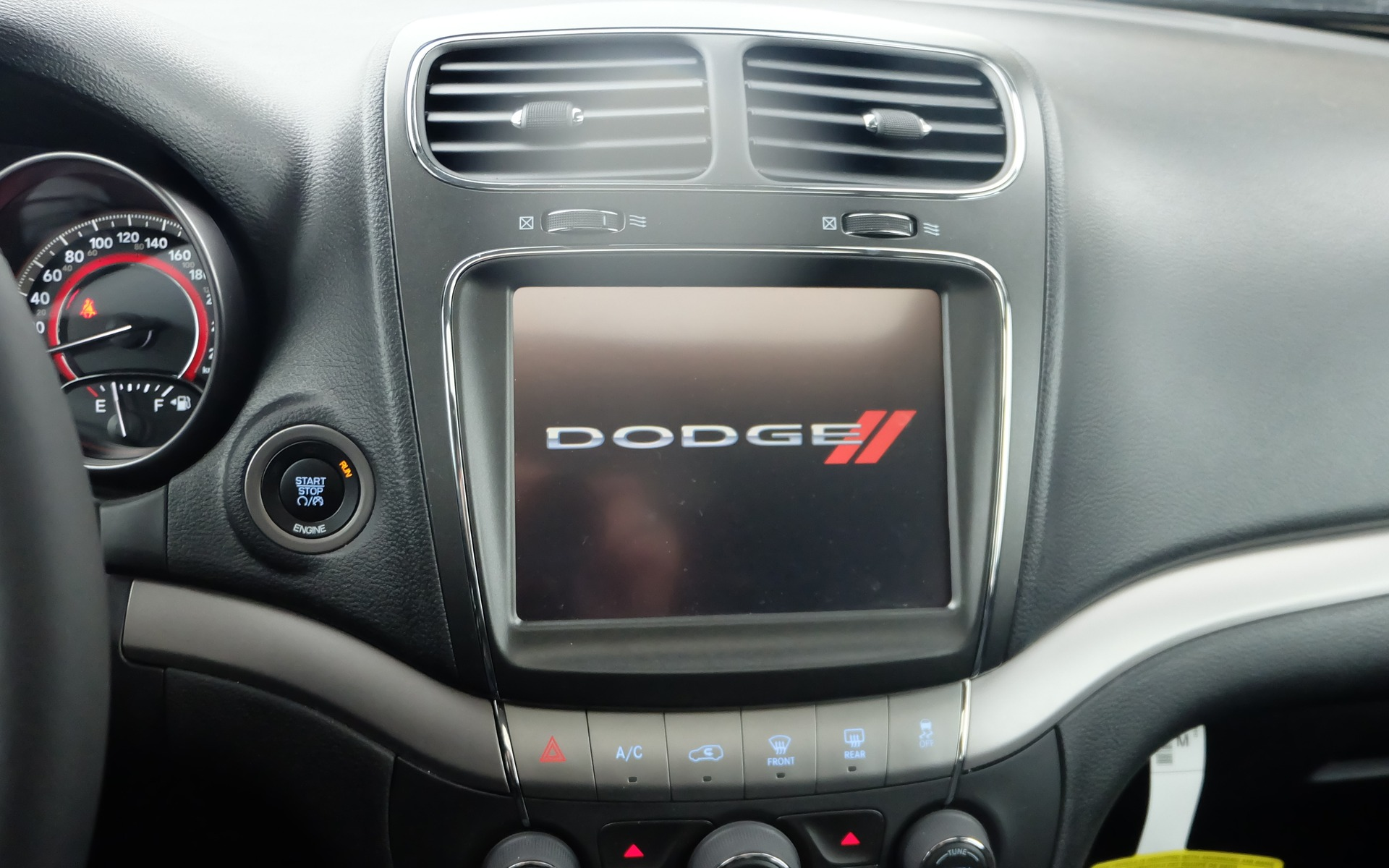 """Dodge 2015 >> Dodge Journey 2015: """"Fourgonnette"""", ce mot tabou - 8/18"""