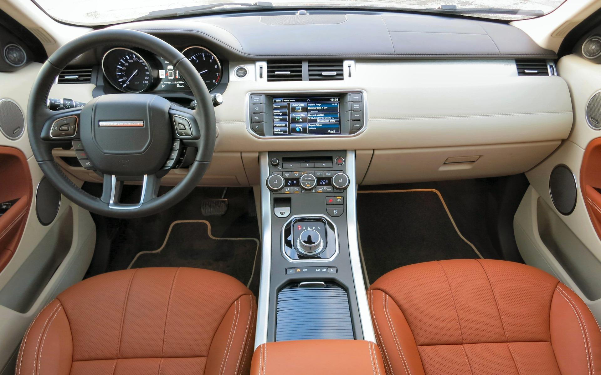 https://i.gaw.to/content/photos/18/09/180993_2015_Land_Rover_Range_Rover_Evoque.jpg