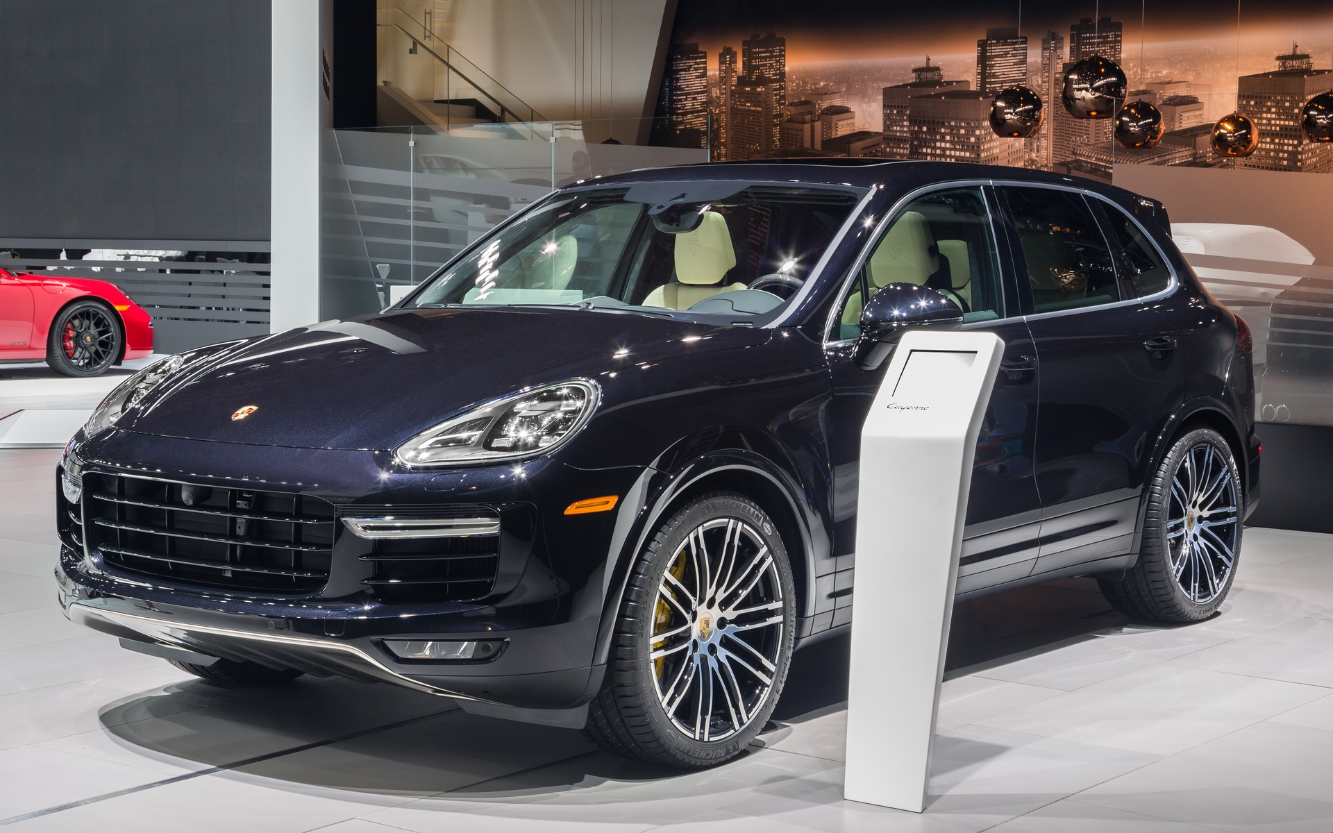 porsche cayenne turbo s 2016 pour d valer le n rburgring avec style guide auto. Black Bedroom Furniture Sets. Home Design Ideas