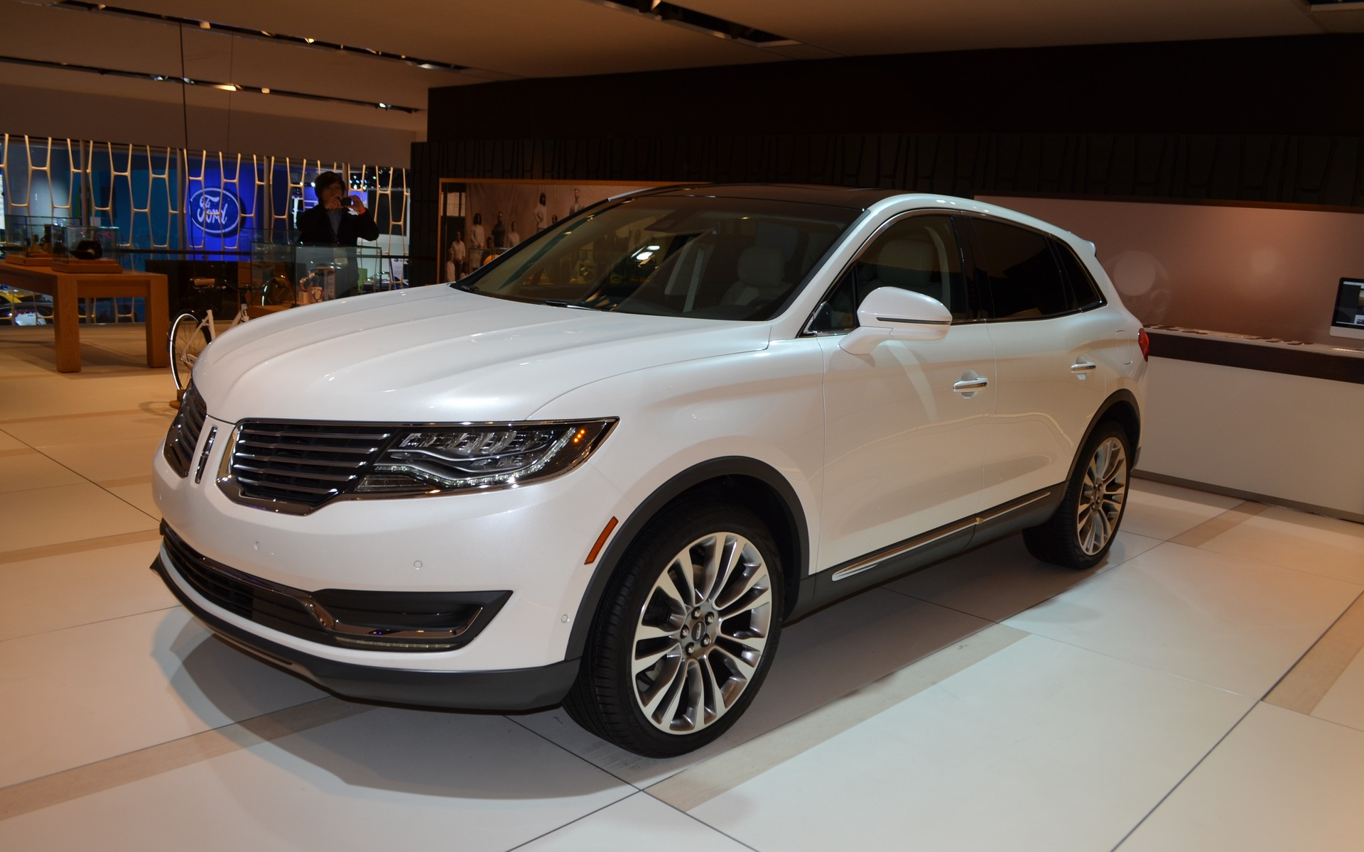 drive premiere cladding but wheel went color less it look inside news ford wouldn mkx upscale review the black exterior lost body arches automobile lincoln around heavy with not more only bring page t suv front if forums discussion and