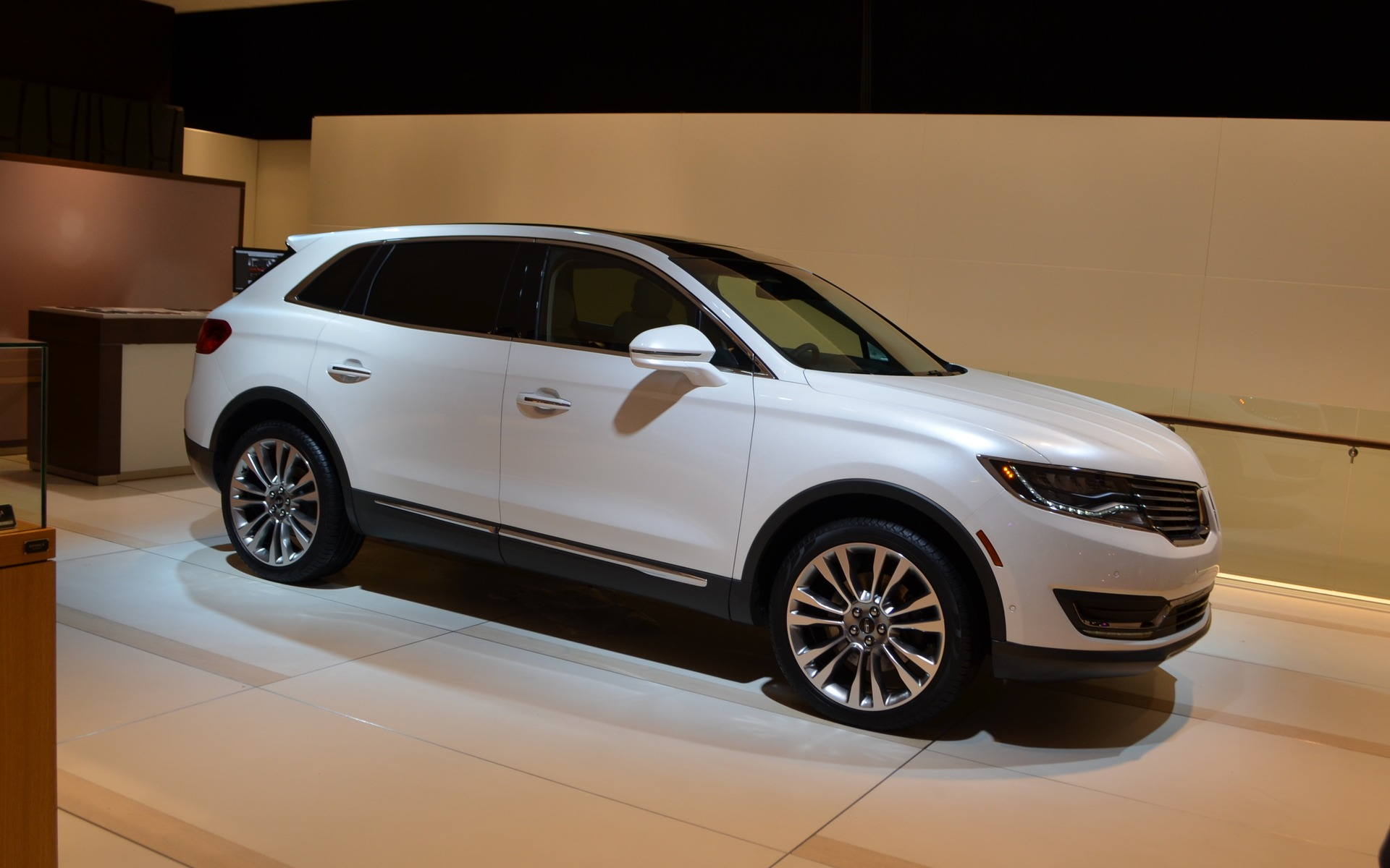 Here Is The 2016 Lincoln MKX - 11/12