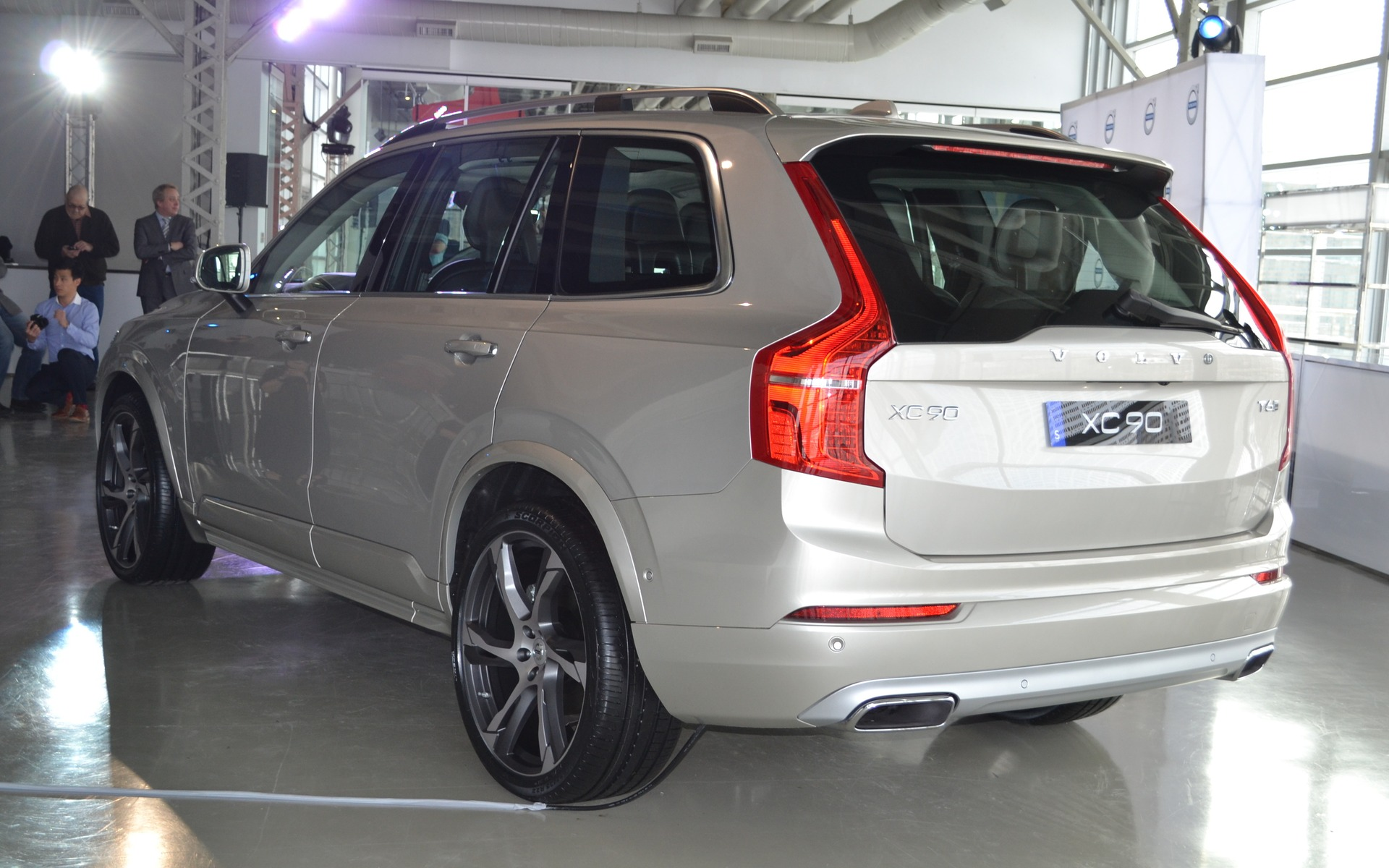 Volvo Xc90 Reviews >> Volvo Introduces The New 2016 XC90 And V60 Cross Country - 7/17
