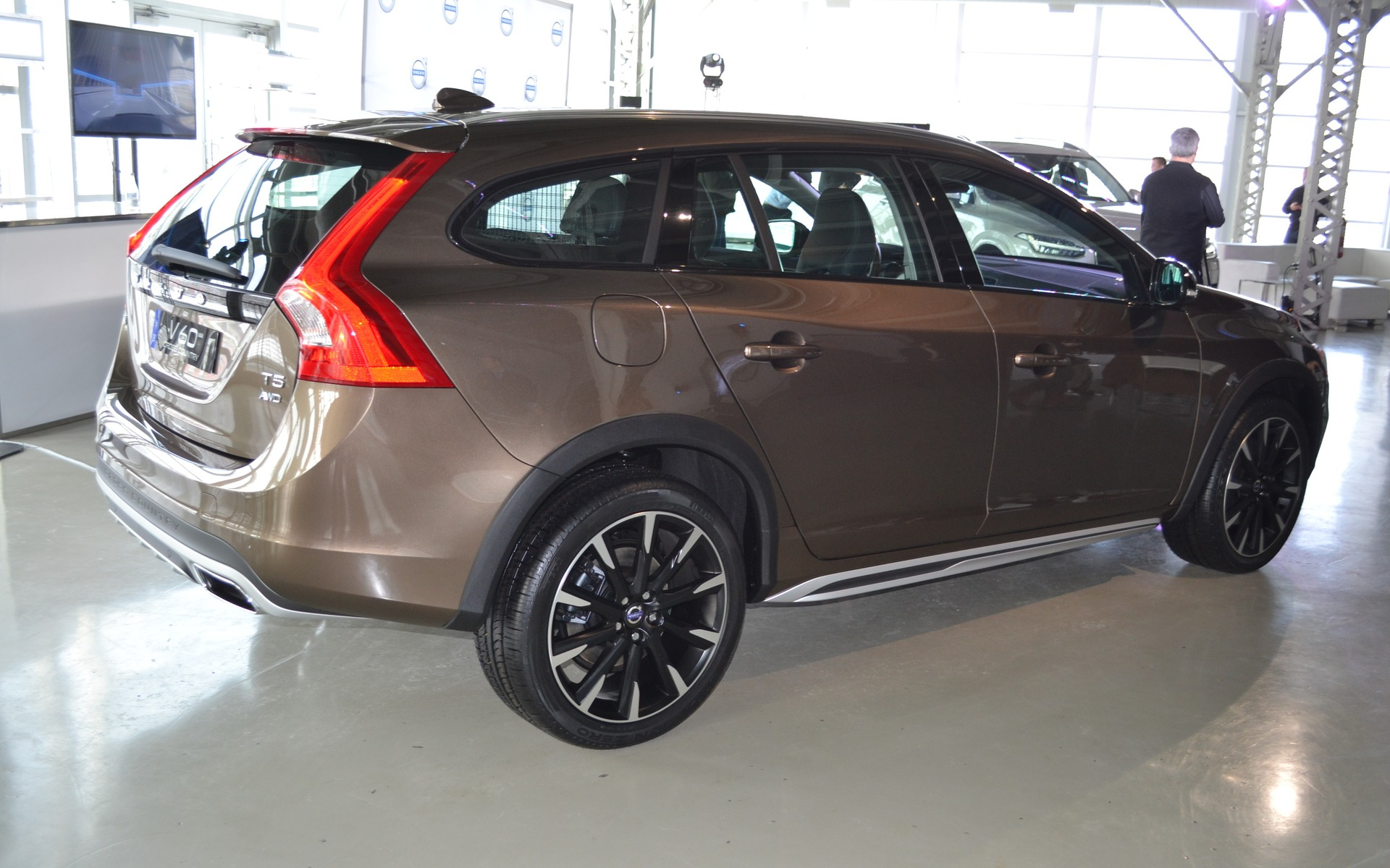 Volvo Introduces The New 2016 Xc90 And V60 Cross Country