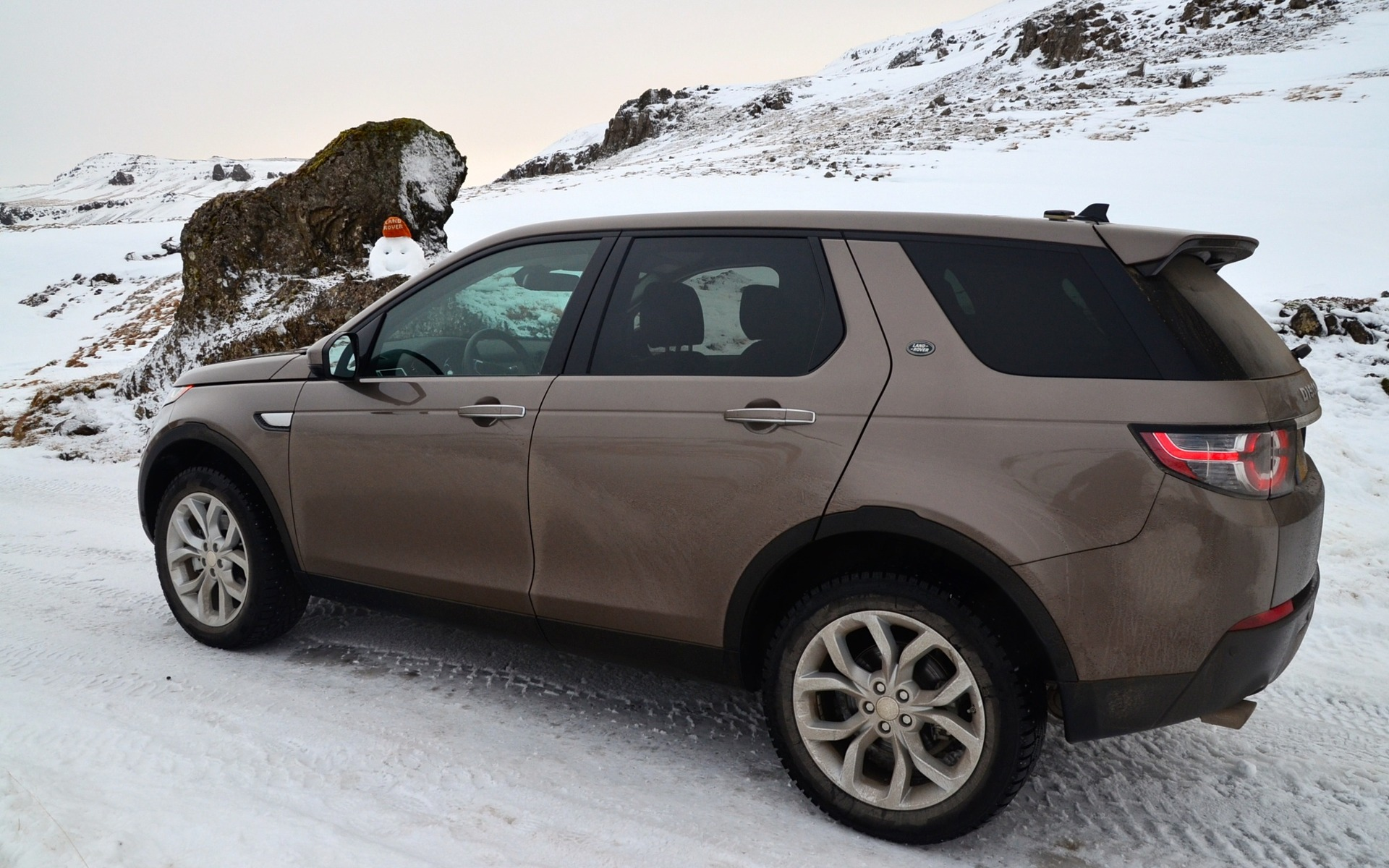 https://i.gaw.to/photos/1/8/3/183591_2015_Land_Rover_Discovery.jpg
