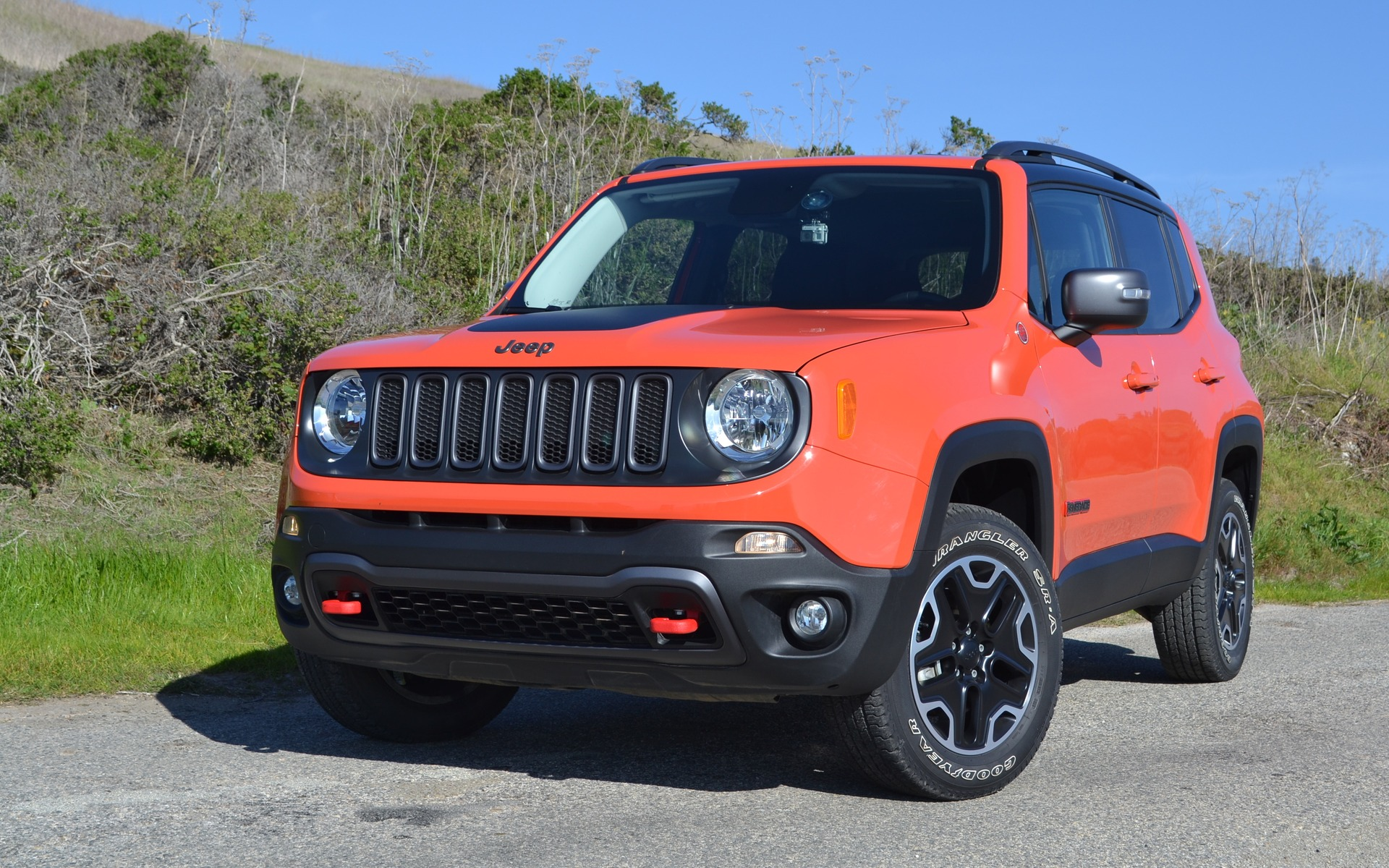 Jeep Renegade Orange >> 2015 Jeep Renegade Small But Still A Jeep The Car Guide