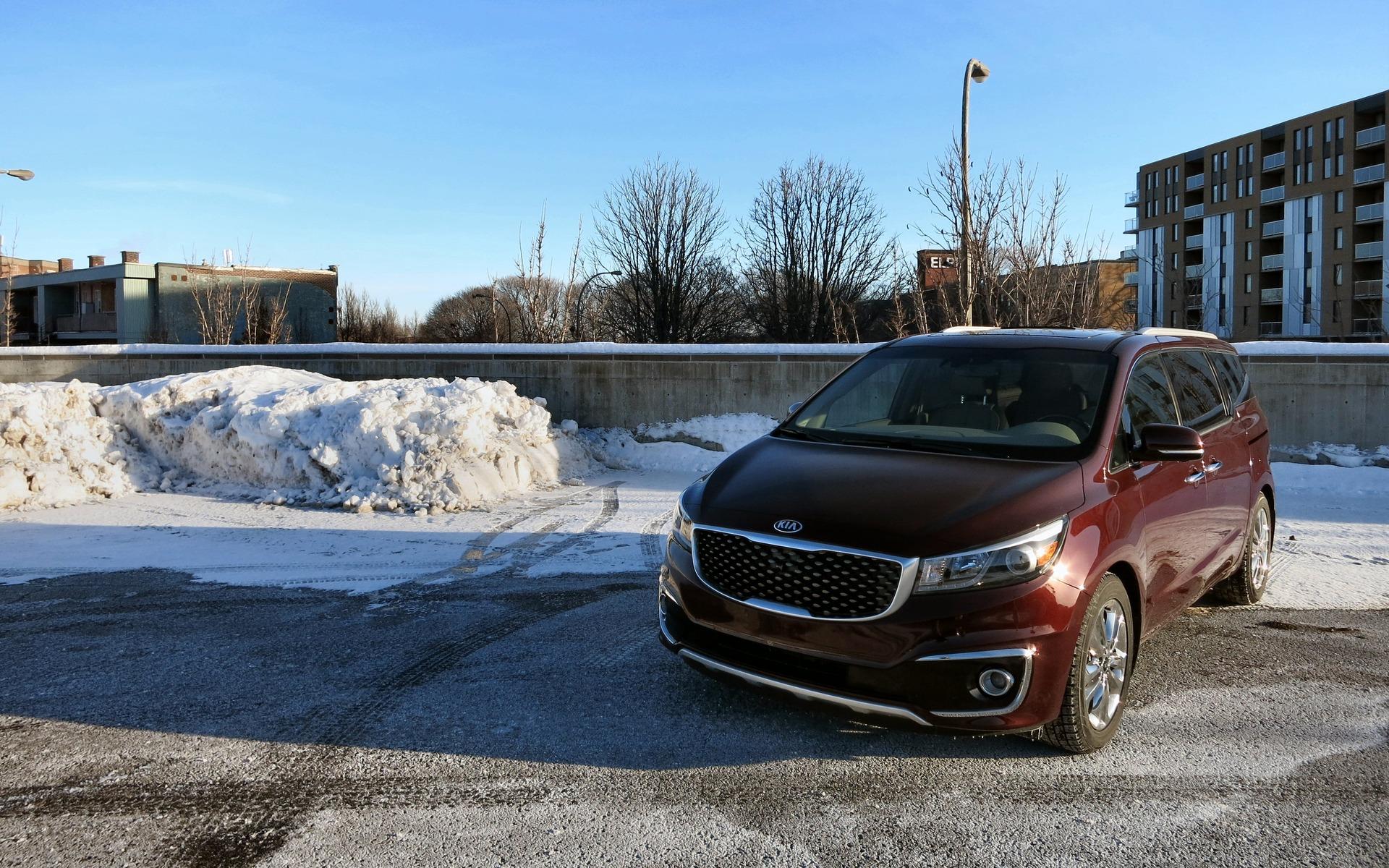 Town And Country Auto >> Kia Sedona VS Chrysler Town&Country: deux fourgonnettes en hiver - 19/27