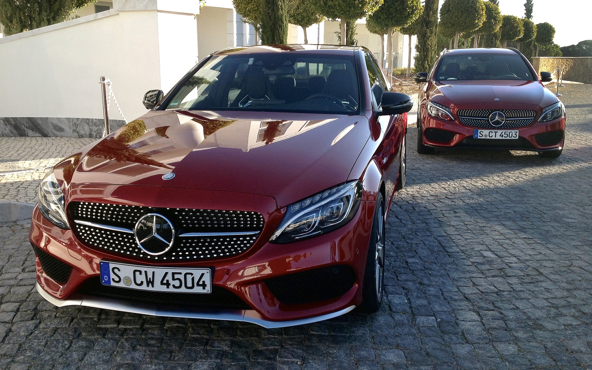 https://i.gaw.to/photos/1/8/7/187771_Mercedes-Benz_C_450_AMG_4Matic_2016_Vivement_l_automne.jpg