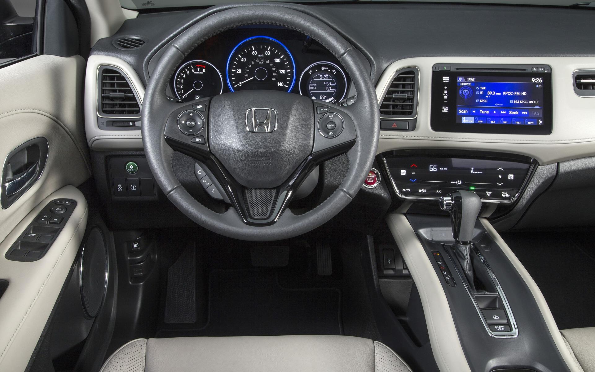 Honda HR-V 2016 - Volant multifonctions et écran tactile en couleur.