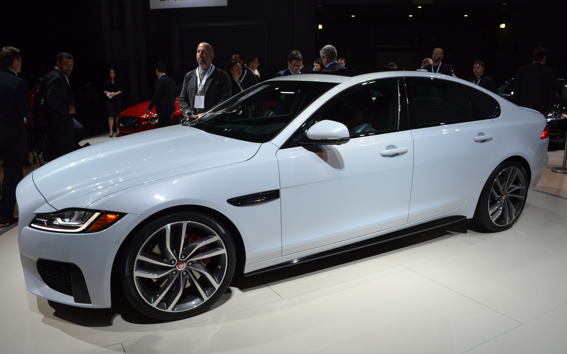 here is the 2016 jaguar xf the car guide. Black Bedroom Furniture Sets. Home Design Ideas