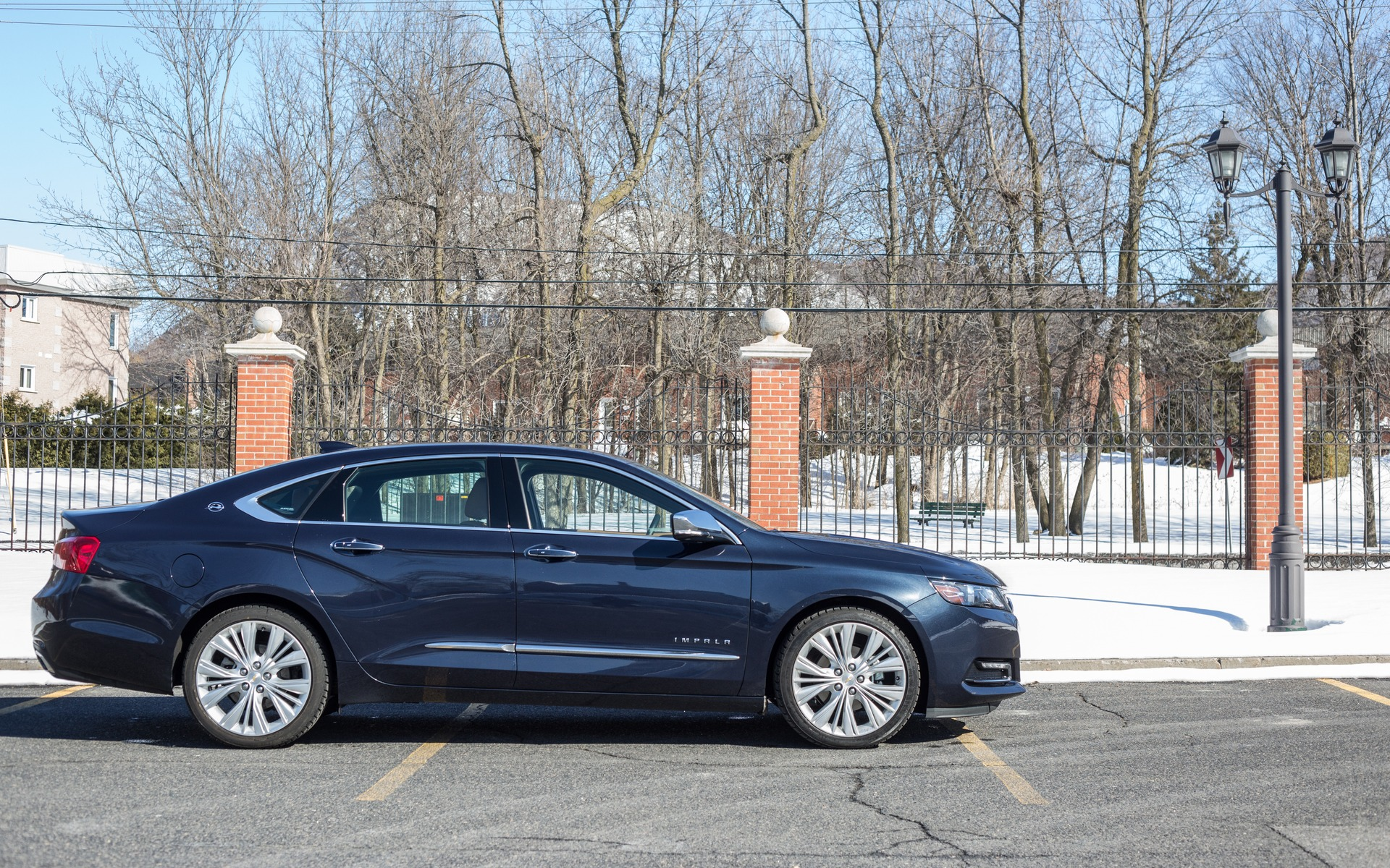 Puisqu'elle est longue et large, l'Impala affiche un profil très chic.