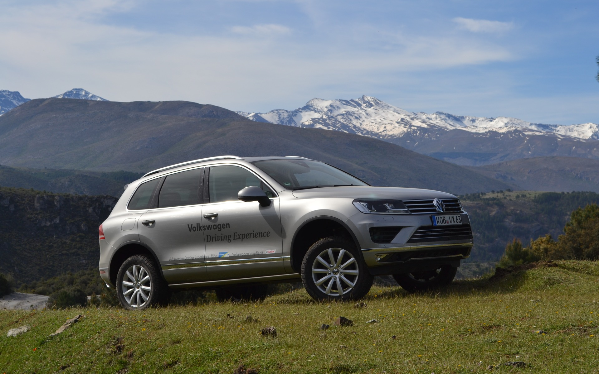 2015 volkswagen touareg crossing the sierra nevada the car guide rh guideautoweb com 2017 Volkswagen Touareg Volkswagen Touareg 2016