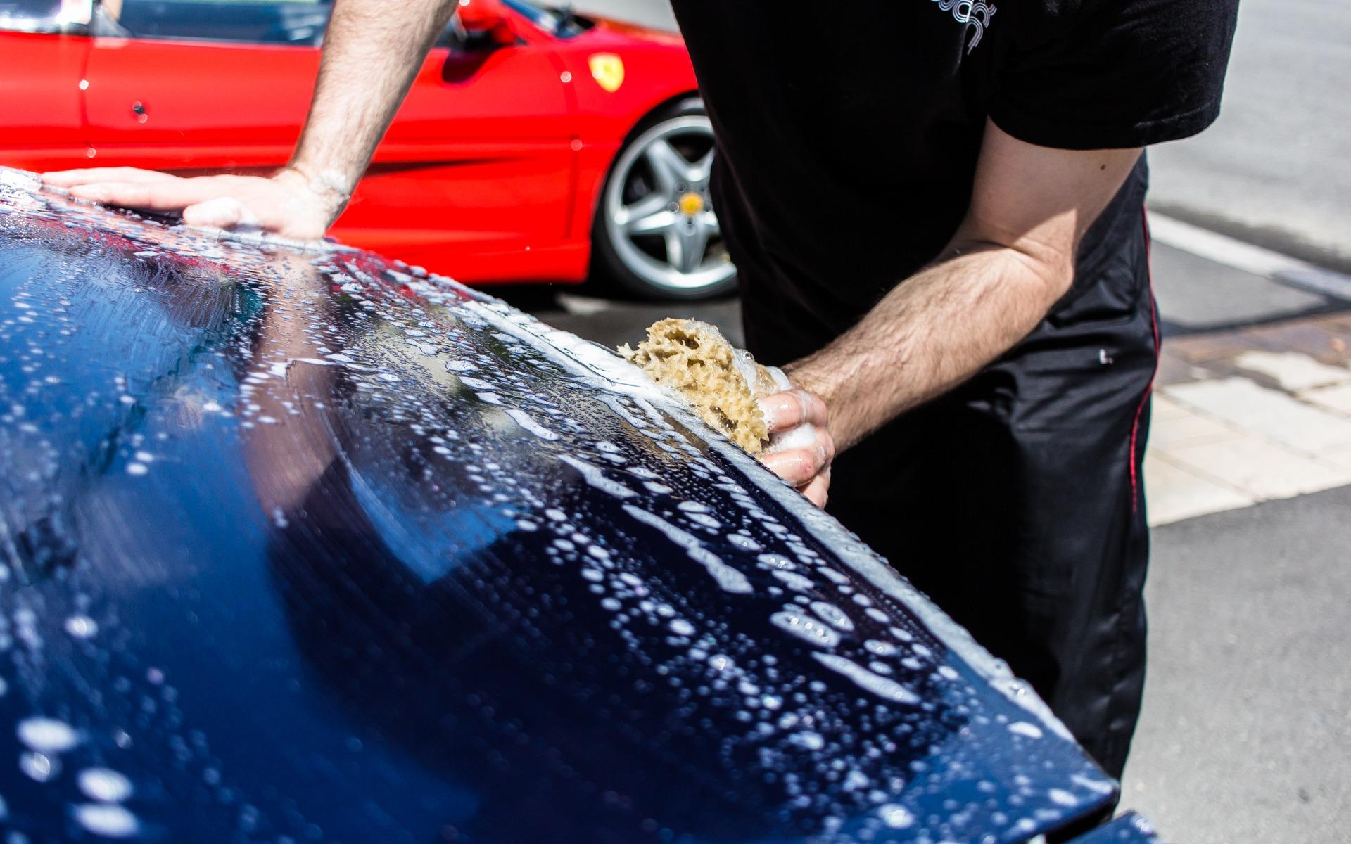 Lavage et polissage de la voiture: étape de la préparation