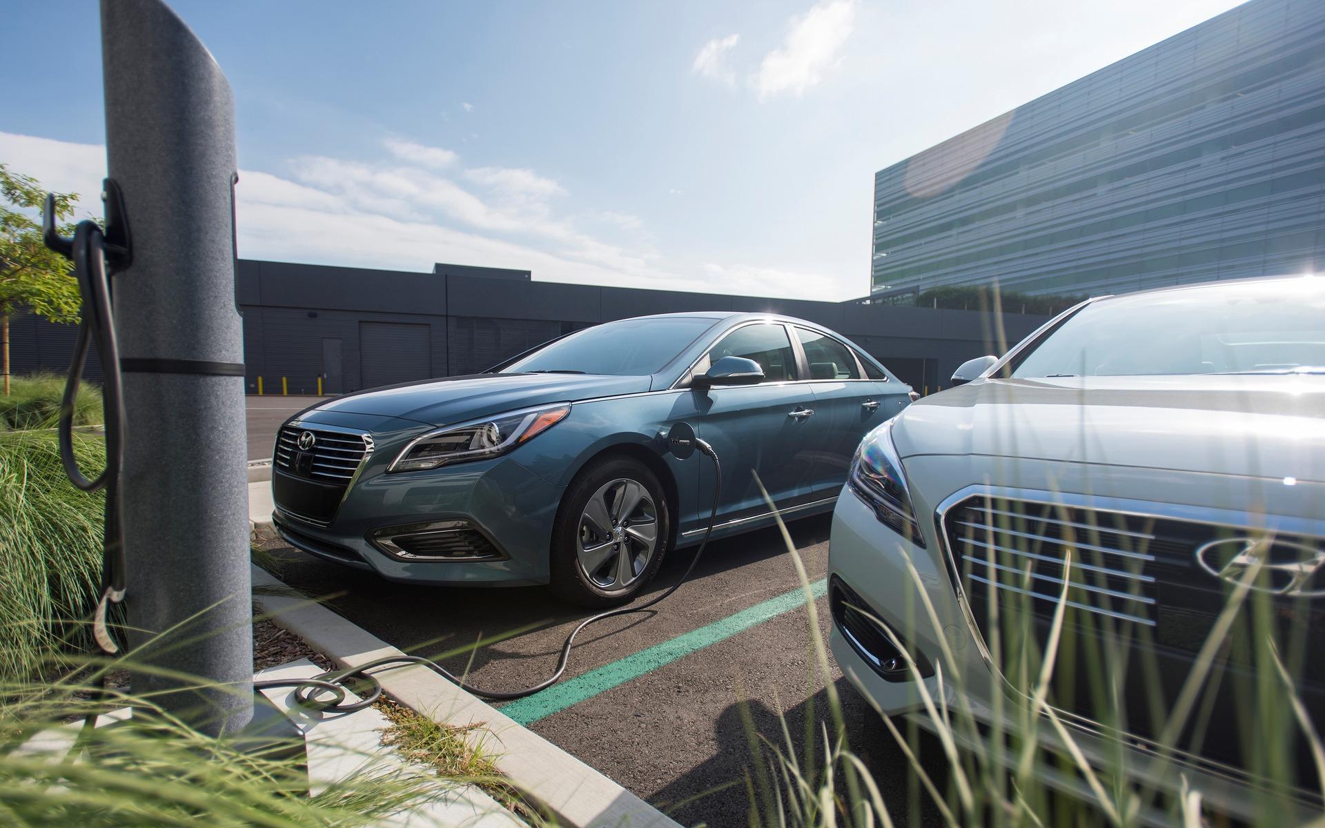 Hyundai Sonata Hybride branchable 2016 - Chargeur de 220 volts