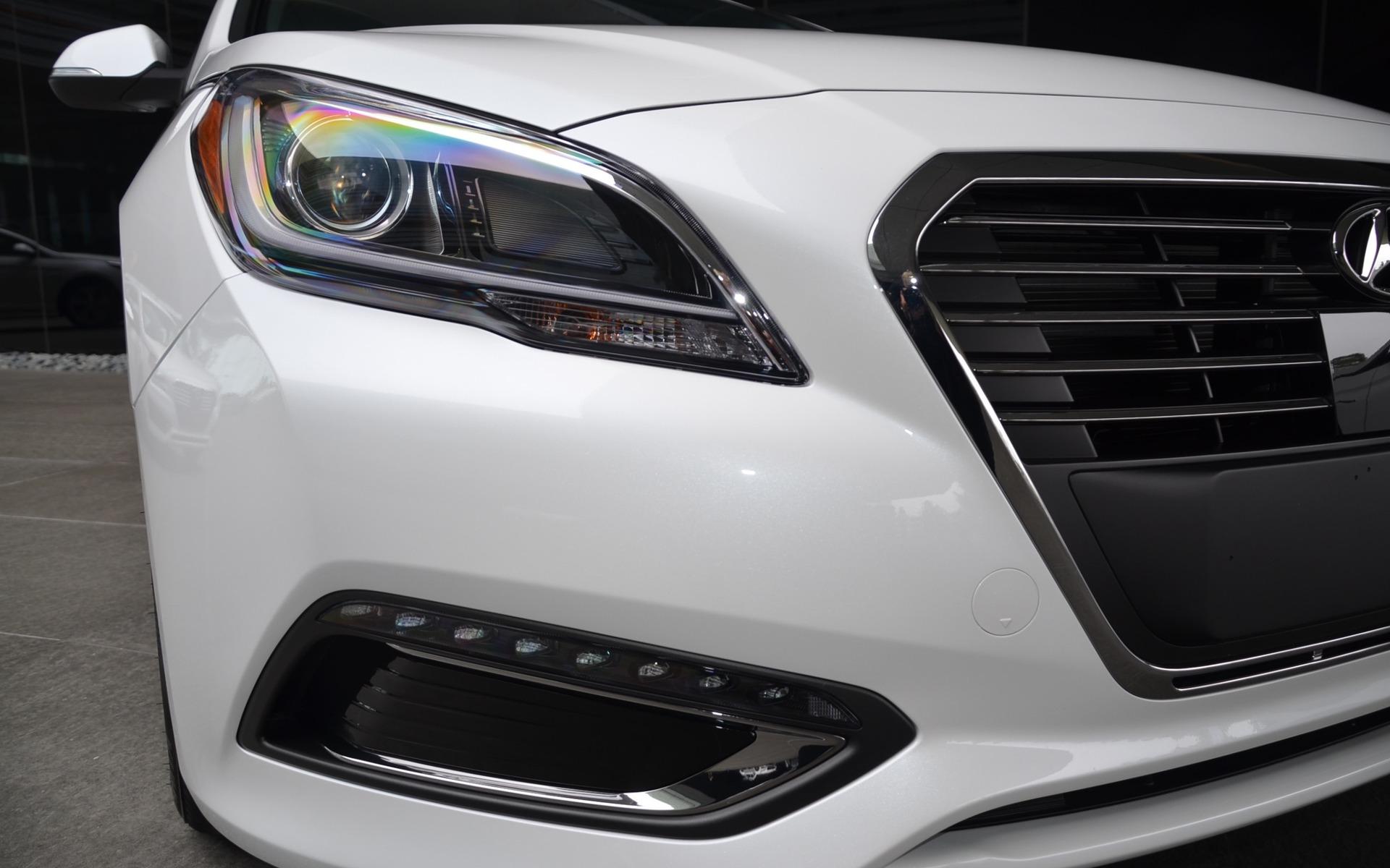 Hyundai Sonata Hybride branchable 2016 - Détail de la partie avant