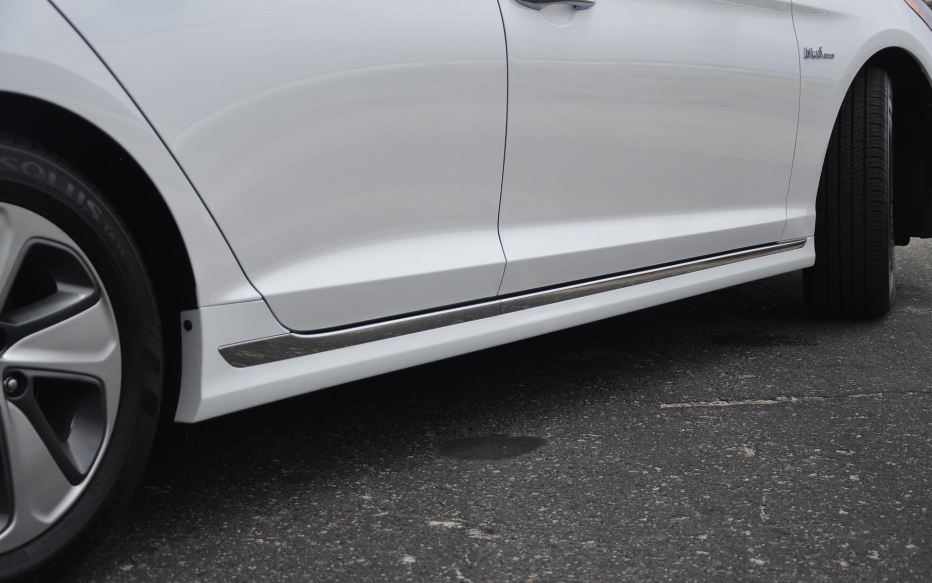 Hyundai Sonata Hybrid 2016 - Détail des bas de caisse