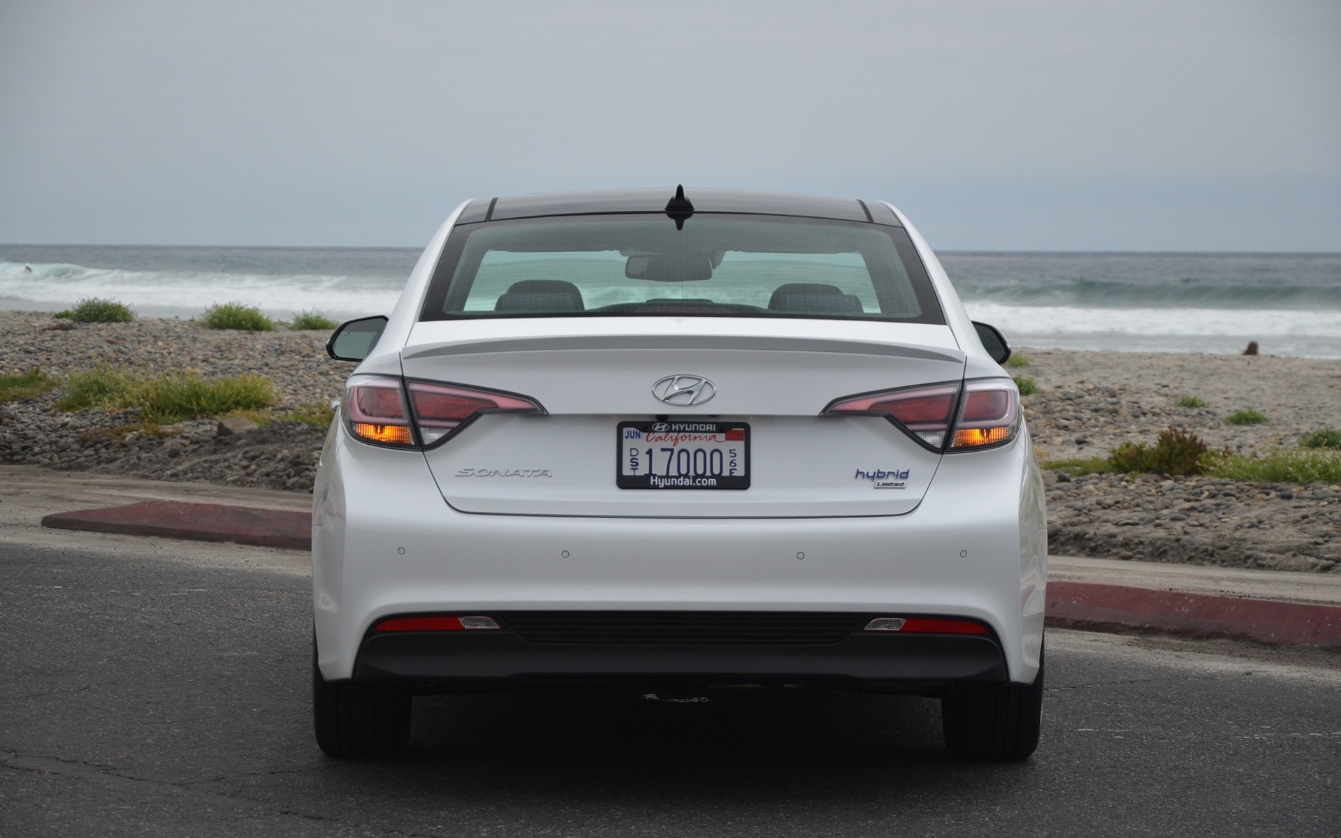 """Hyundai Sonata Hybrid 2016 - Le tuyau d""""échappement se fait discret."""