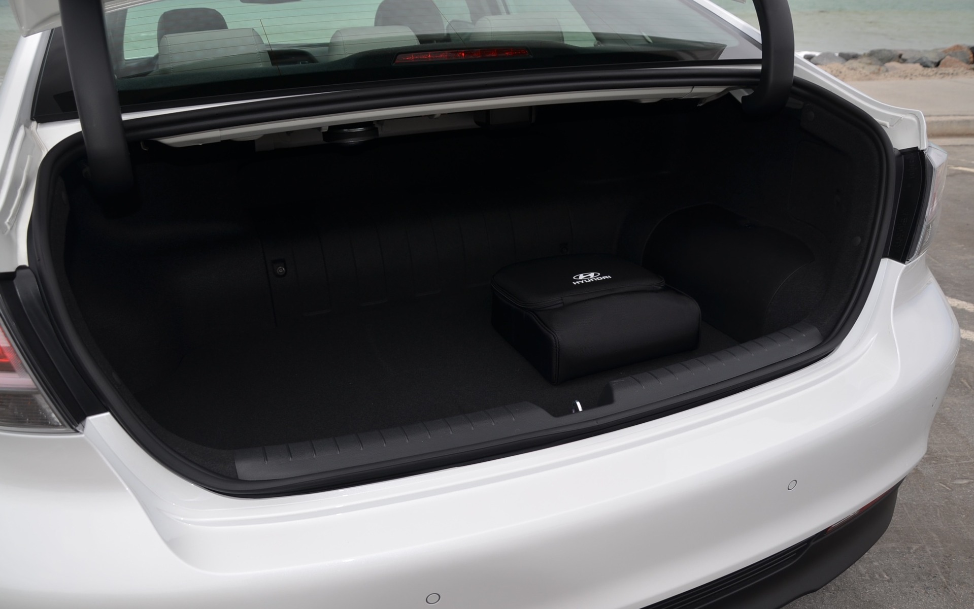 Hyundai Sonata Hybrid 2016 - Volume du coffre
