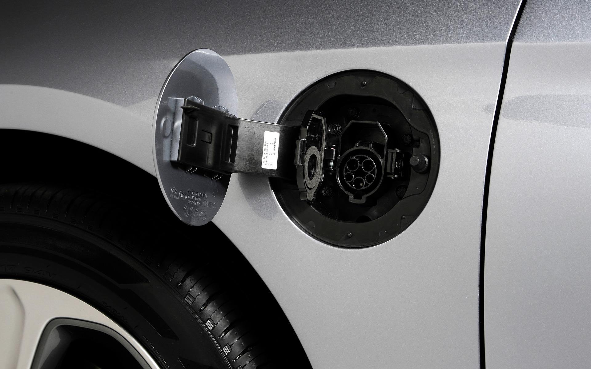 Hyundai Sonata Hybride branchable 2016 - Port de recharge