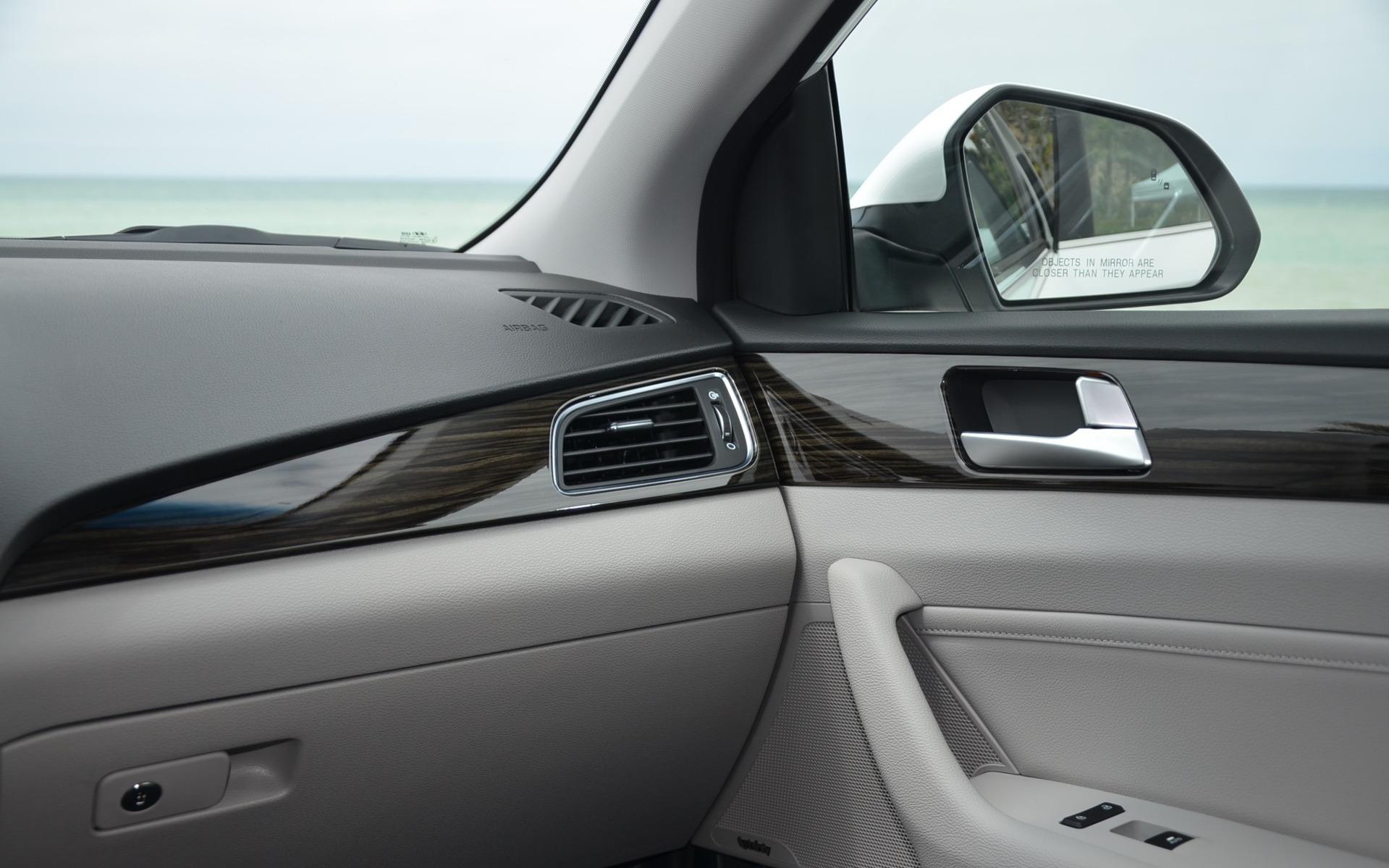 Hyundai Sonata Hybride branchable  2016 - Détail de la planche de bord