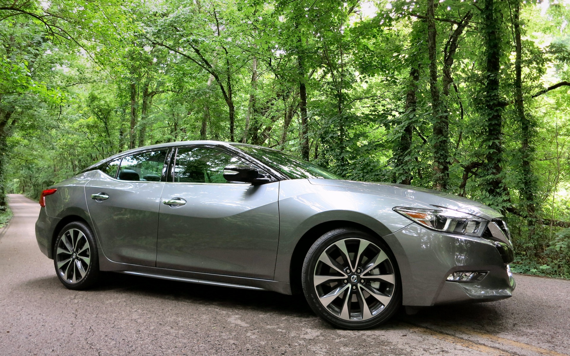 The 2016 Nissan Maxima is out to right a few wrongs.