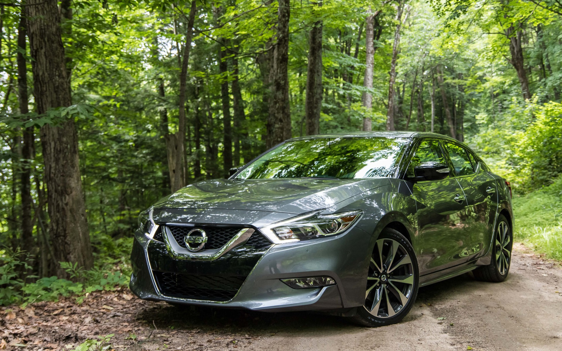 2016 Nissan Maxima -  The style is all-new for 2016