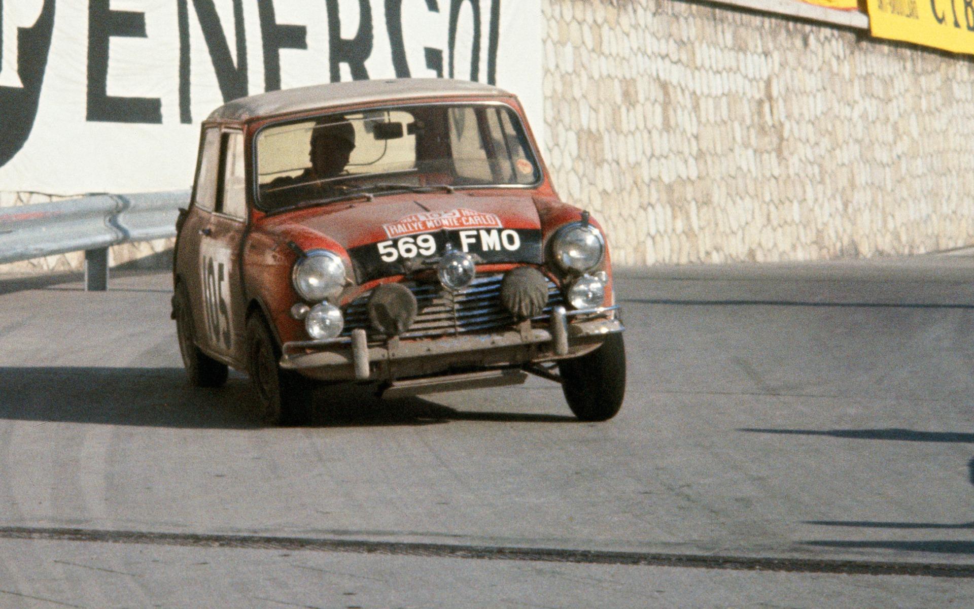 La Mini Cooper au rallye de Monte Carlo 1964, pilotée par Rauno Aaltonen