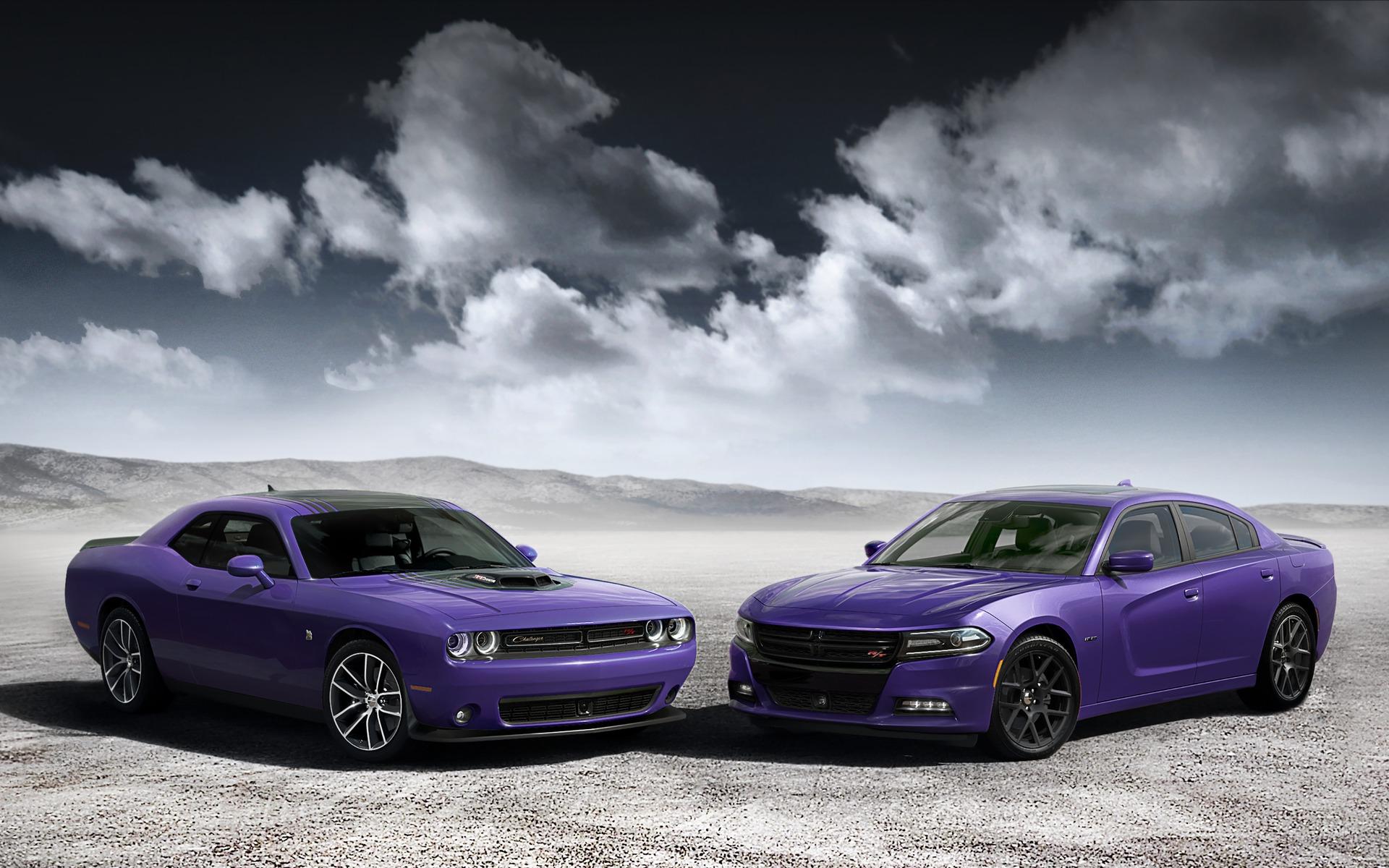 Dodge Challenger 2016 et Dodge Charger 2016 avec la peinture Plum Crazy