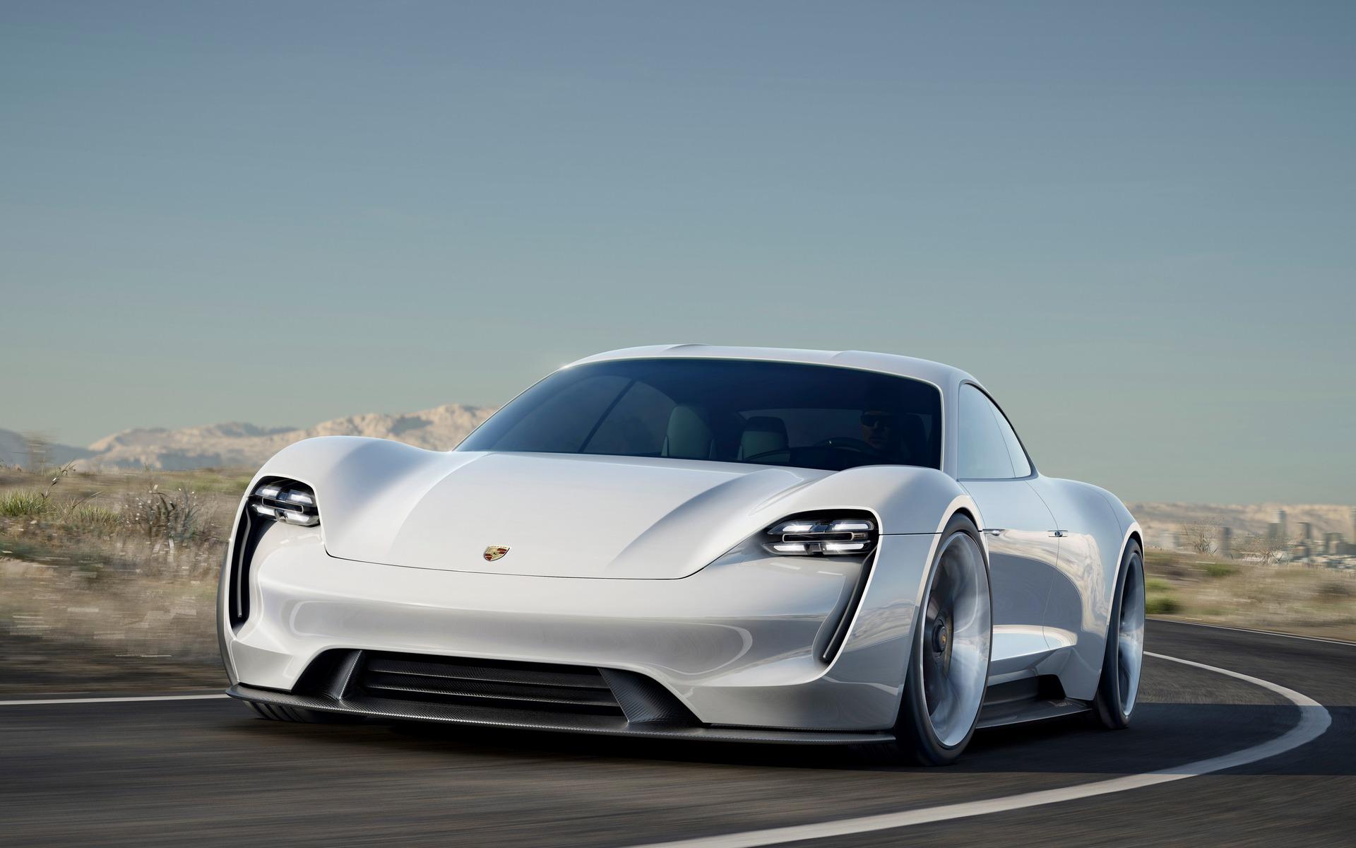 Porsche Mission E - le 0-100 en moins de 3,5 secondes.