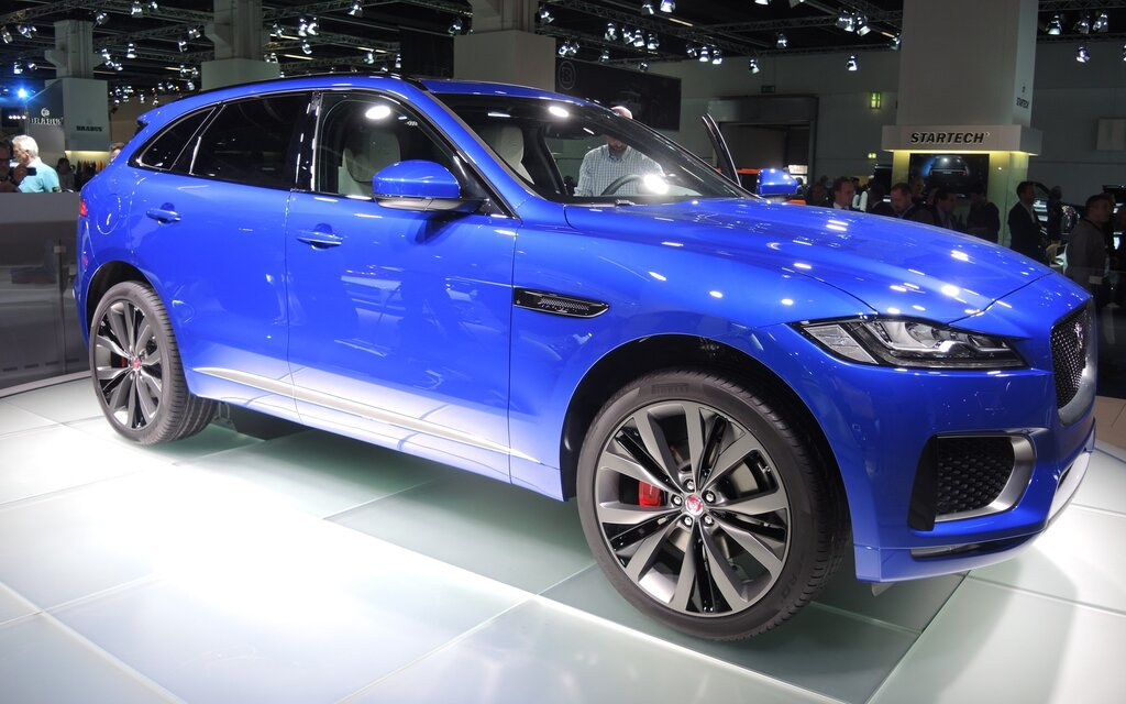 salon auto francfort 2015 une autre image du vus jaguar f pace guide auto. Black Bedroom Furniture Sets. Home Design Ideas