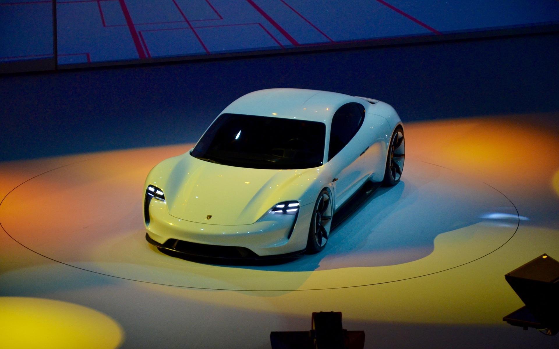 Porsche Mission E >> Porsche Mission E Concept : La chasse à la Tesla Model S est ouverte - 4/14