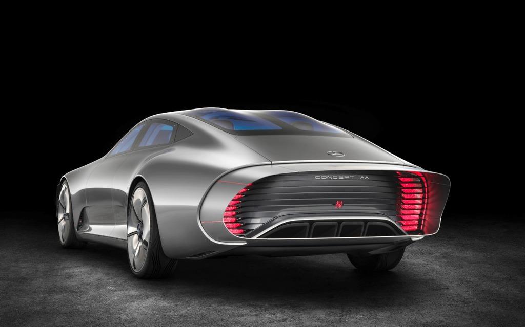 La section arrière se modifie en roulant pour améliorer l'aérodynamique.