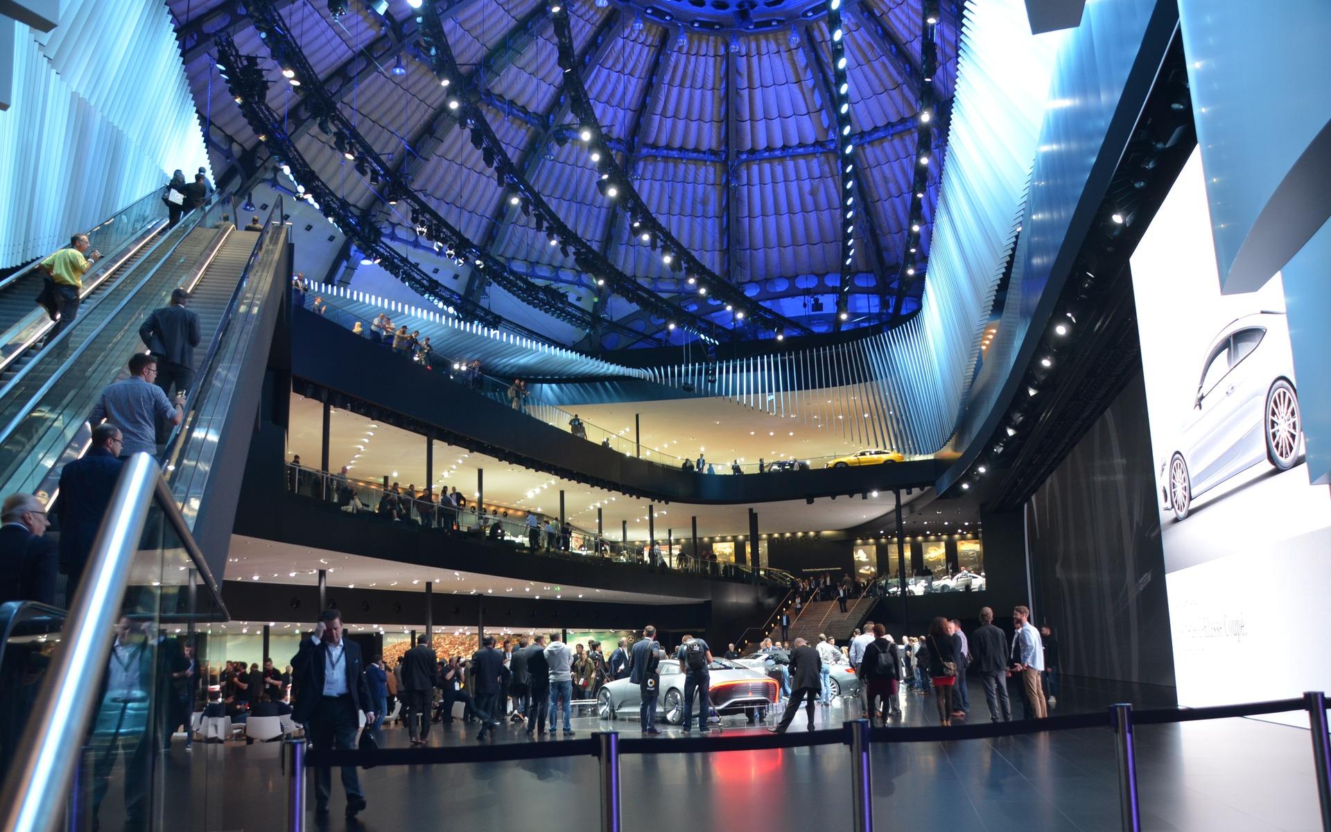 Une partie du stand Mercedes-Benz au Salon de Francfort.
